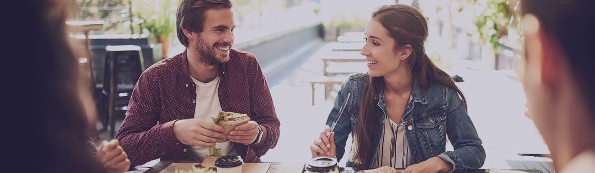 ¿Por qué los cheques y tarjetas de comida son una apuesta por el salario emocional?